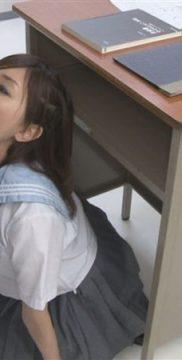 『真白希美』おしゃぶり予備校には神出鬼没のフェラチオ大好き女生徒が現れます♡教卓の影に潜んで授業中に教師のチンポを取り出してフェラチオ抜き!たっぷり口内射精され美味しそうにごっくんしちゃう♡