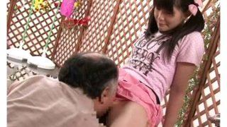 禁断の父娘近親相姦ハプニング 父親の膝の上に抱かれ母親に内緒で未成熟なマ○コを濡らすファザコン○○生 小日向ゆうこ 間宮純 春日野結衣